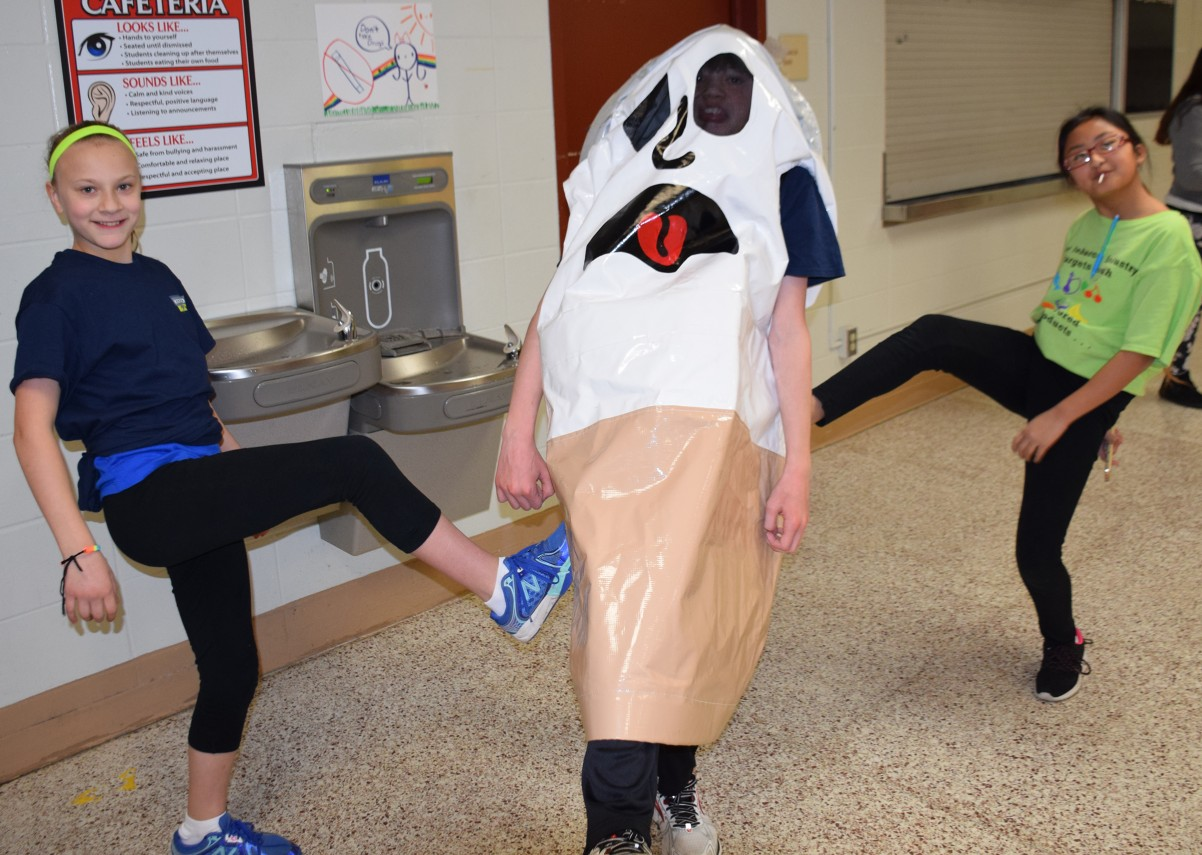 "Student leaders ""kick the butt"" on Kick Butts Day at John Glenn."
